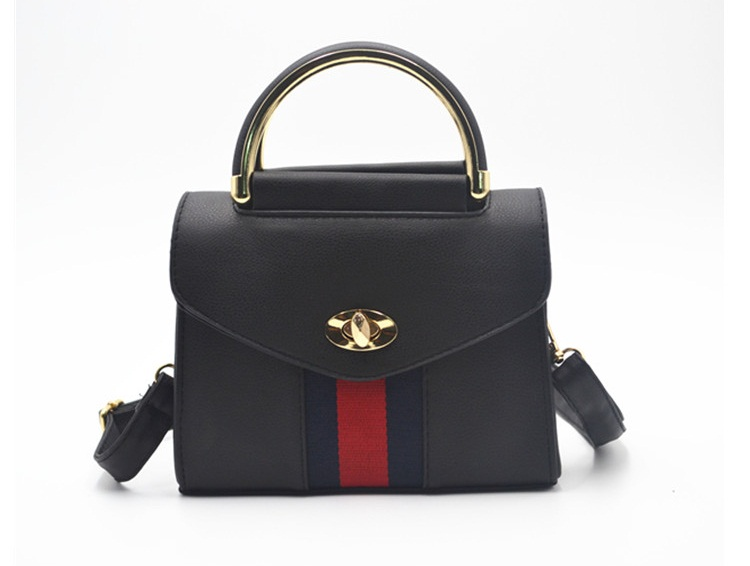 B8511 IDR.162.000 MATERIAL PU SIZE L19XH15XW9CM WEIGHT 600GR COLOR BLACK