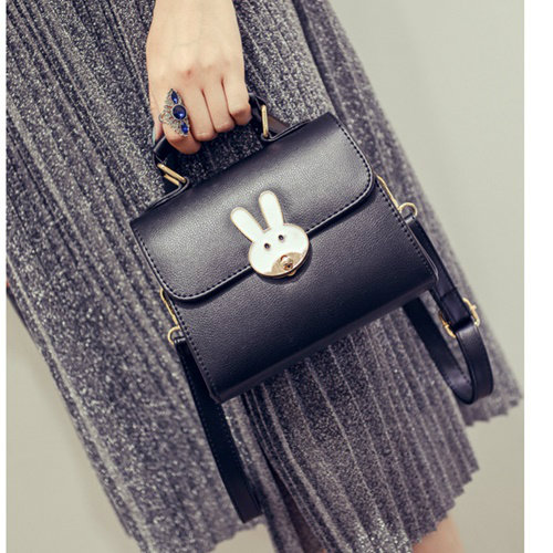 B8606 IDR.147.000 MATERIAL PU SIZE L18XH15XW8CM WEIGHT 550GR COLOR BLACK