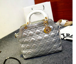 B886 IDR.185.000 MATERIAL PU SIZE L28XH20XW10CM WEIGHT 700GR COLOR SILVER