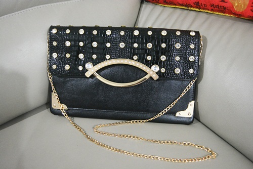 B8880 IDR.165.000 MATERIAL PU SIZE L32XH20CM WEIGHT 550GR COLOR BLACK