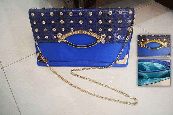 B8880 IDR.185.000 MATERIAL PU SIZE L32XH20CM WEIGHT 550GR COLOR BLUE.jpg