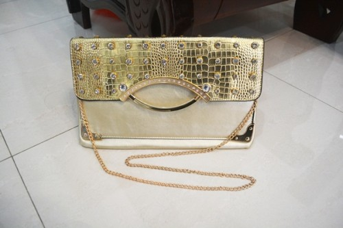 B8880 IDR.185.000 MATERIAL PU SIZE L32XH20CM WEIGHT 550GR COLOR GOLD.jpg