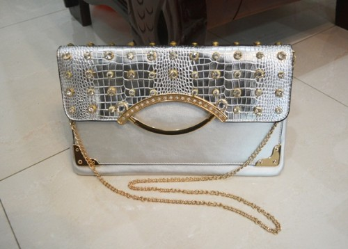 B8880 IDR.185.000 MATERIAL PU SIZE L32XH20CM WEIGHT 550GR COLOR SILVER.jpg