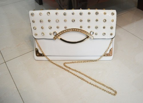 B8880 IDR.185.000 MATERIAL PU SIZE L32XH20CM WEIGHT 550GR COLOR WHITE.jpg
