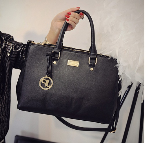 B8886 IDR.195.000 MATERIAL PU SIZE L35 33XH23XW15CM WEIGHT 850GR COLOR BLACK