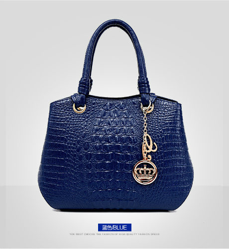 B8919 - Harga sebelum Diskon IDR.215.000 MATERIAL PU SIZE L33XH24XW16CM WEIGHT 850GR COLOR BLUE