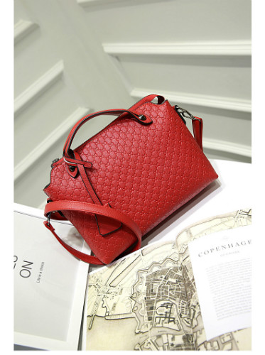B8945 IDR.173.000 MATERIAL PU SIZE L29XH21XW9CM WEIGHT 700GR COLOR RED
