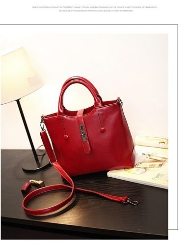B8946 IDR.192.000 MATERIAL PU SIZE L30XH24XW13CM WEIGHT 800GR COLOR RED