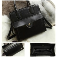 B9028 IDR.205.000 MATERIAL PU SIZE L25XH24XW9CM WEIGHT 750GR COLOR BLACK