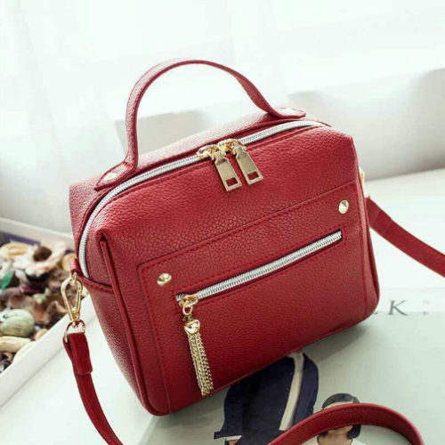 B9080 MATERIAL PU SIZE L20XH18XW9CM WEIGHT 550GR COLOR RED