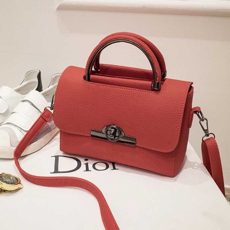 B9083 IDR.165.000 MATERIAL PU SIZE L22XH18XW8CM WEIGHT 550GR COLOR RED