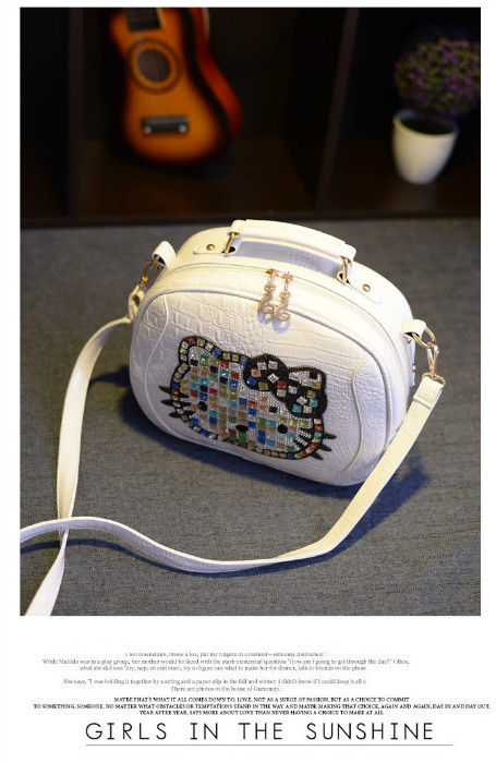 B931 IDR.189.000 MATERIAL PU SIZE L29XH23XW10CM WEIGHT 650GR COLOR WHITE