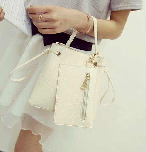 B980 IDR.170.000 MATERIAL PU SIZE L21XH20XW12CM WEIGHT 700GR COLOR BEIGE