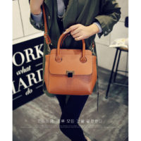 B9940 IDR.183.000 MATERIAL PU SIZE L28XH23XW15CM WEIGHT 800GR COLOR BROWN
