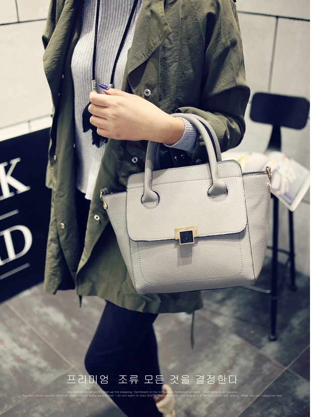 B9940 IDR.183.000 MATERIAL PU SIZE L28XH23XW15CM WEIGHT 800GR COLOR GRAY