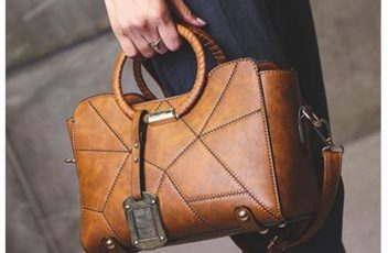 B100 IDR.170.000 MATERIAL PU SIZE L26XH20XW12CM WEIGHT 750GR COLOR BROWN