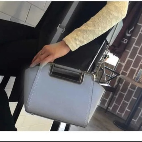 B1034 MATERIAL PU SIZE L22XH19XW12CM WEIGHT 700GR COLOR GRAY