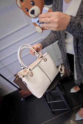B1691 IDR.184.000 MATERIAL PU SIZE L25 30XH21XW14CM WEIGHT 750GR COLOR BEIGE
