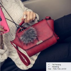 B1923 MATERIAL PU SIZE L18XH16XW9CM WEIGHT 600GR COLOR RED