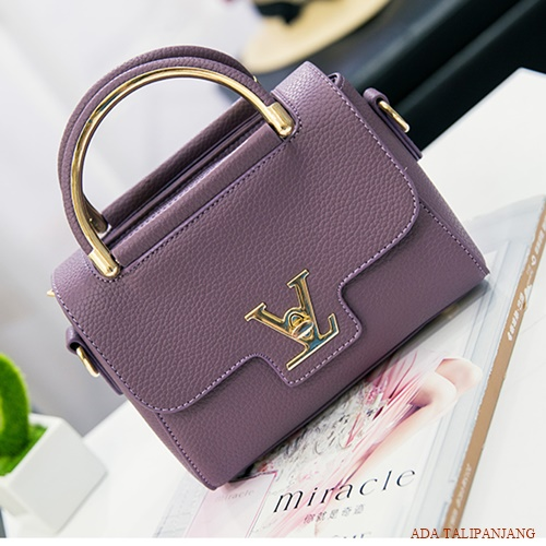 B2299 IDR.151.000 MATERIAL PU SIZE L20XH16XW7CM WEIGHT 600GR COLOR PURPLE