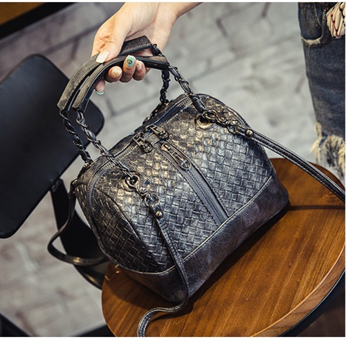 B2328 MATERIAL PU SIZE L21XH16XW16CM WEIGHT 700GR COLOR BLACK