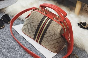 B2589 IDR.180.000 MATERIAL PU SIZE L24XH15XW13CM WEIGHT 750GR COLOR RED