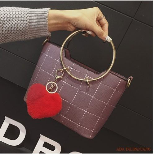 B2601 MATERIAL PU SIZE L21XH17XW9CM WEIGHT 700GR COLOR PURPLE