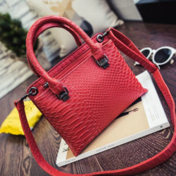 B27602 MATERIAL PU SIZE L23XH17XW9CM WEIGHT 600GR COLOR RED