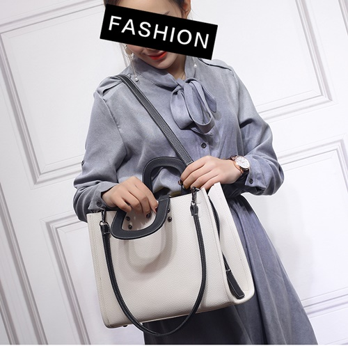 B29243 MATERIAL PU SIZE L31XH25XW10CM WEIGHT 700GR COLOR BEIGE