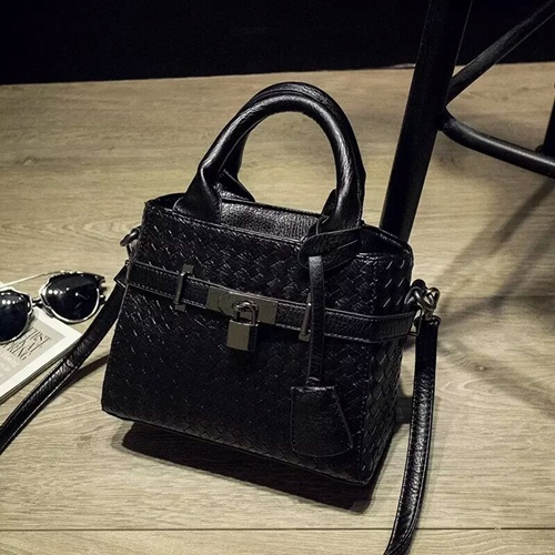 B3021 MATERIAL PU SIZE 20XH17XW10CM WEIGHT 550GR COLOR BLACK