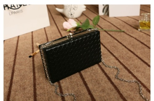 B501 IDR.160.000 MATERIAL PU SIZE L18XH11XW5CM WEIGHT 550GR COLOR BLACK.jpg