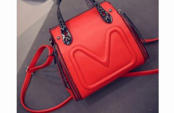 B6932 IDR.177.000 MATERIAL PU SIZE L20XH21XW15CM WEIGHT 600GR COLOR RED
