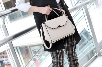 B7370 IDR.197.000 MATERIAL PU SIZE L25XH21XW10CM WEIGHT 700GR COLOR BEIGE.jpg