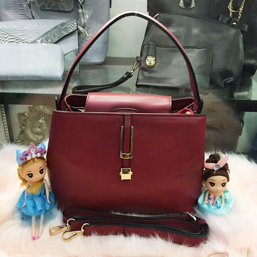 B830 MATERIAL PU SIZE L26XH20XW14CM WEIGHT 700GR COLOR RED
