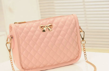 B8357 IDR.150.000 MATERIAL PU SIZE L22XH15XW7CM WEIGHT 400GR COLOR PINK