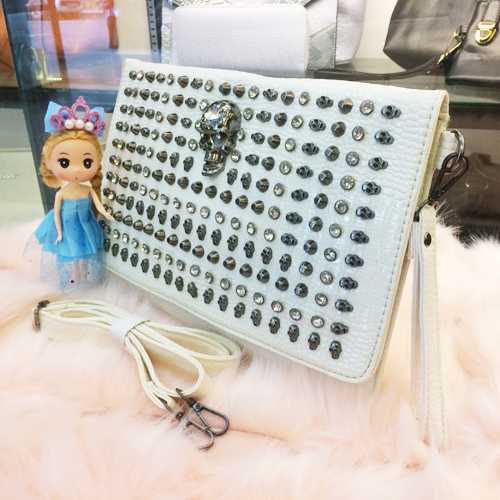 B905 MATERIAL PU SIZE L33XH22 WEIGHT 650GR COLOR WHITE