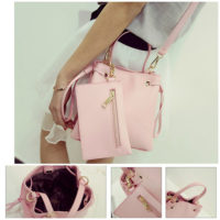 B980 - Harga sebelum Diskon IDR.170.000 MATERIAL PU SIZE L21XH20XW12CM WEIGHT 700GR COLOR PINK