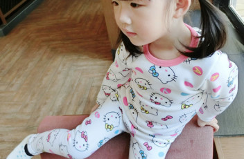 PJ699 BAJU TIDUR ANAK HELLO KITTY IDR 75.000 BAHAN COTTON SIZE 90,100,110,120,130 WEIGHT 500GR COLOR WHITE